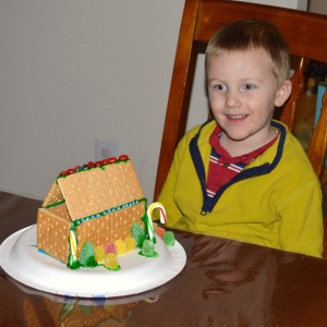 20131224_2945_Cgingerbreadhouse